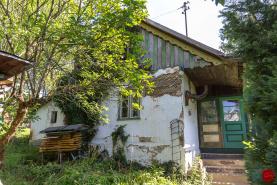 Pozemok (1 299 m2) so starším RD Levoča