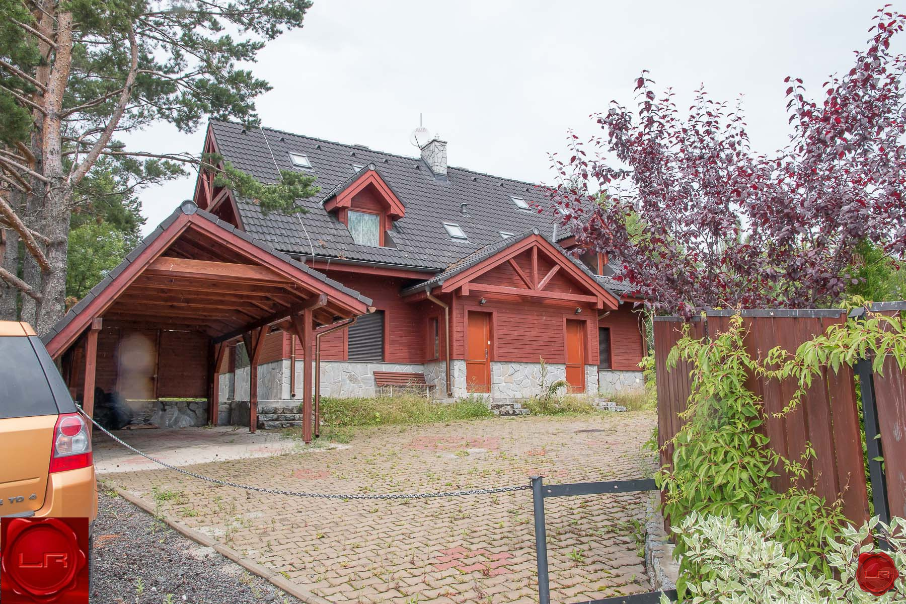 predané Víkendový rodinný dom s rázovitým interiérom Stará Lesná
