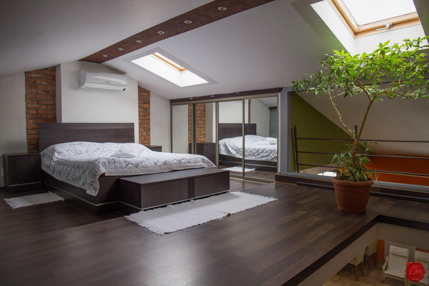 Moderný podkrovný byt 3+1 s loggiou, centrum Sp. Nová Ves