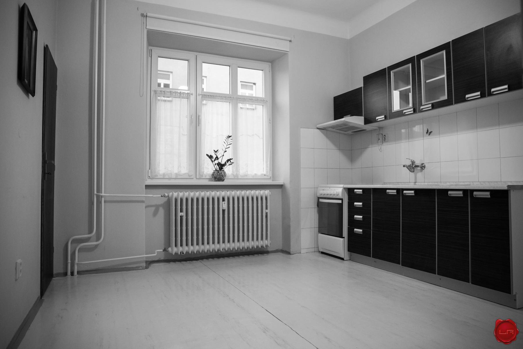 Veľký tehlový byt 2+1 (73 m2) s loggiou, centrum Sp. Nová Ves